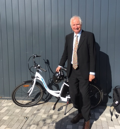 Cambridge City MP, Daniel Zeichner, hires Cambridge Electric Transport's electric bike